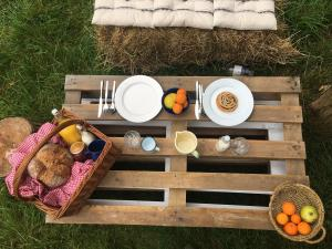 Breakfast on pallet furniture